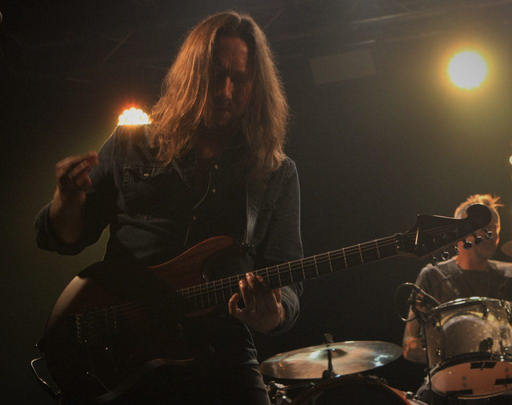Mathieu Gattuso à la Tannerie. Le guitariste Julien Lacharme.